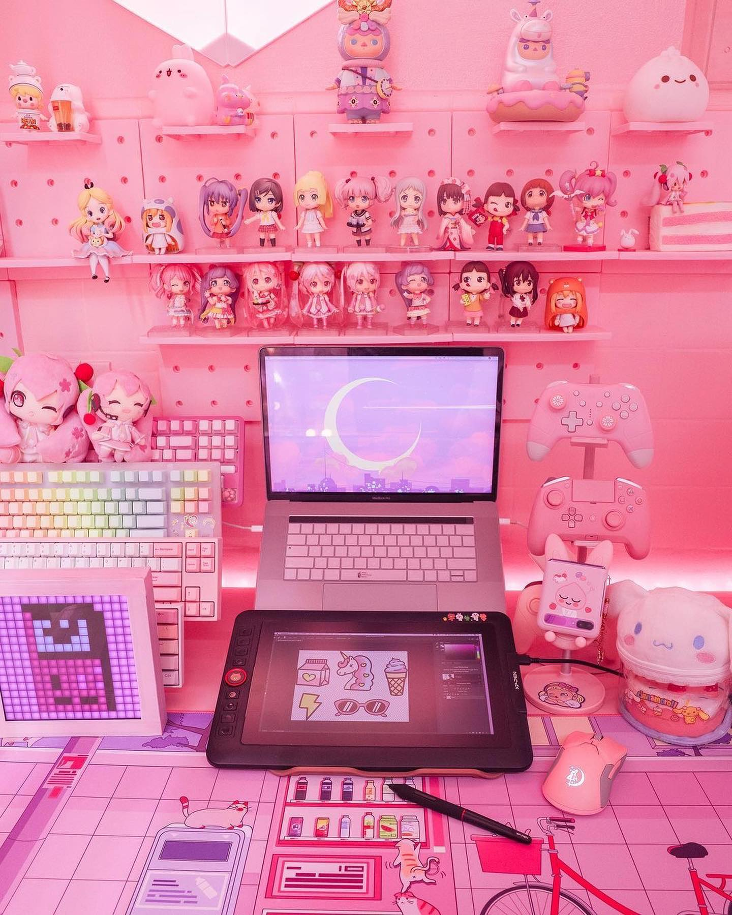 Pink home, pink desk, pink objects, pink #xppensetup.