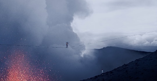 In the midst of the Covid-19 pandemic, Alexander Schulz Slackliner & Rafael Bridi set a world record by crossing the active volcano of Mount Yasur on the remote island of Tanna (Vanuatu) on a slackline! 🌋