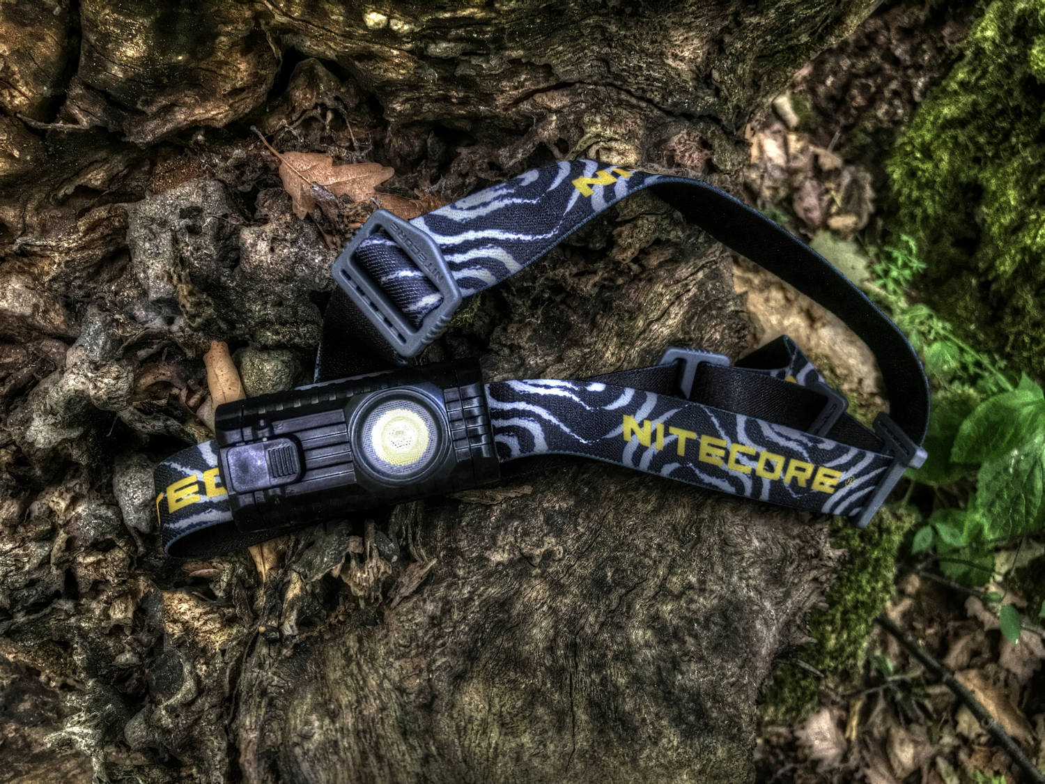 The NITECORE HA23 is a lightweight outdoor headlamp powered by 2 x AA batteries, the most accessible power source. What do you think about the AA batteries powered headlamp? 🤨😆